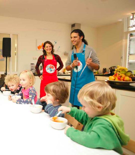 aan tafel jong leren eten