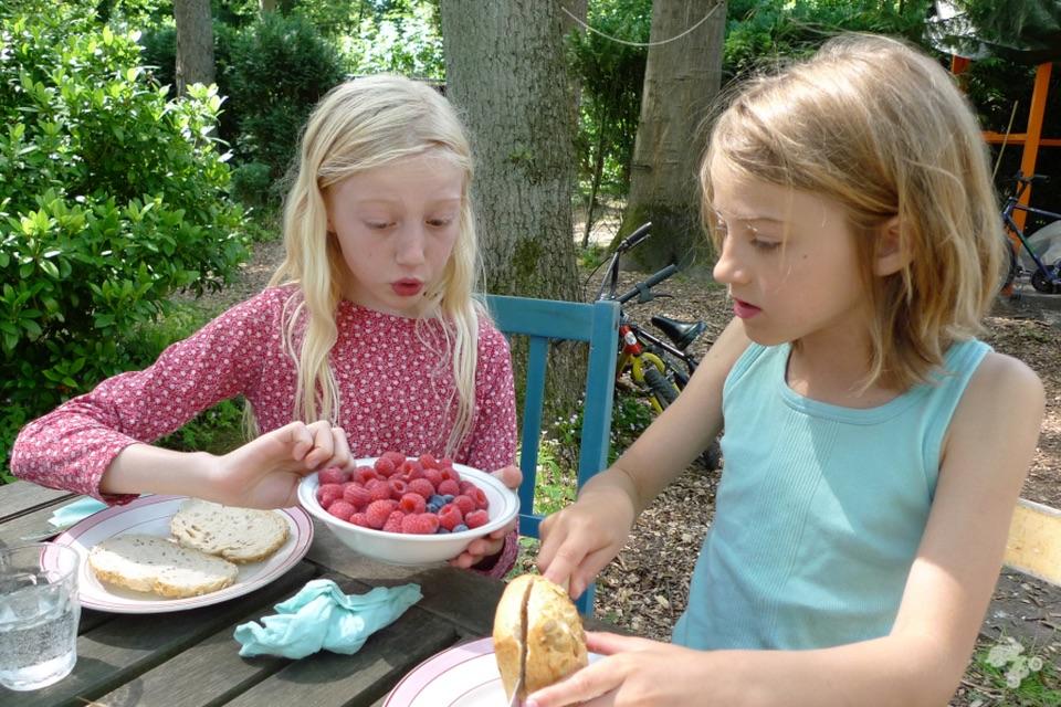 recept voor hangop toetje met zomerfruit Keet Smakelijk